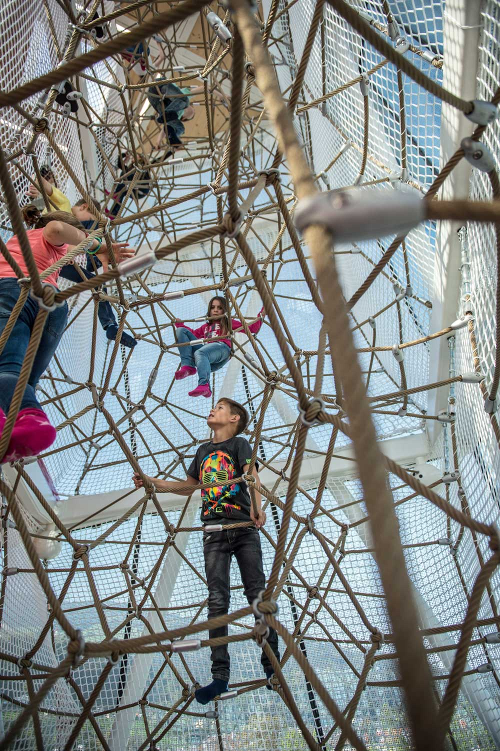 Swarovski, Raumnetz Indoor - Berliner Seilfabrik – Spielgeräte fürs Leben