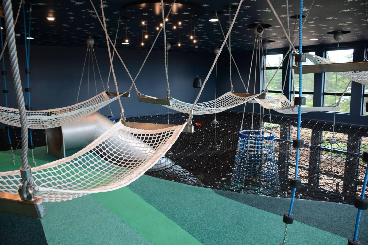 Hammocks suspended from the ceiling - Berliner Seilfabrik - Play Equipment for Life