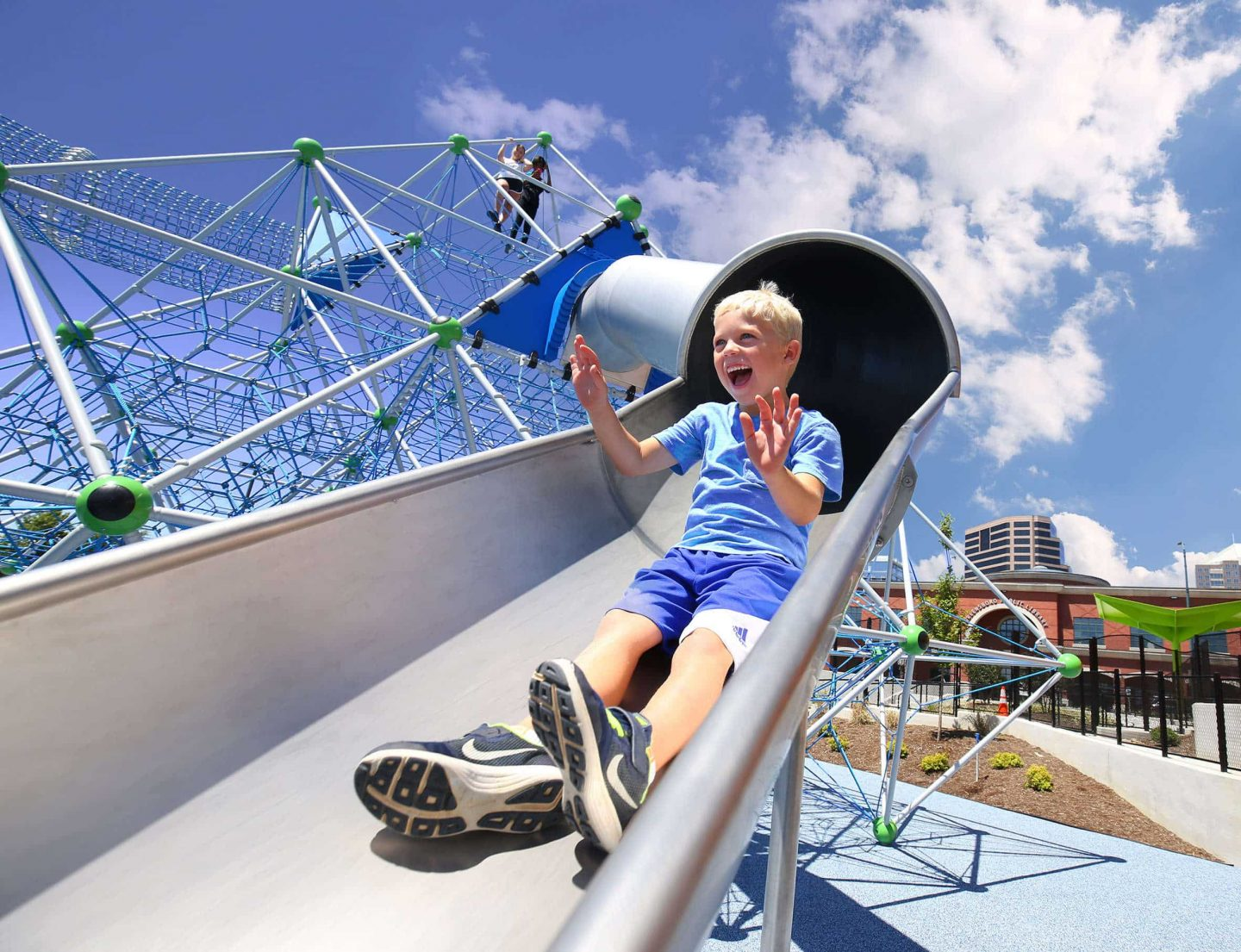 Sliding boy, Berliner Seilfabrik - play equipment for life