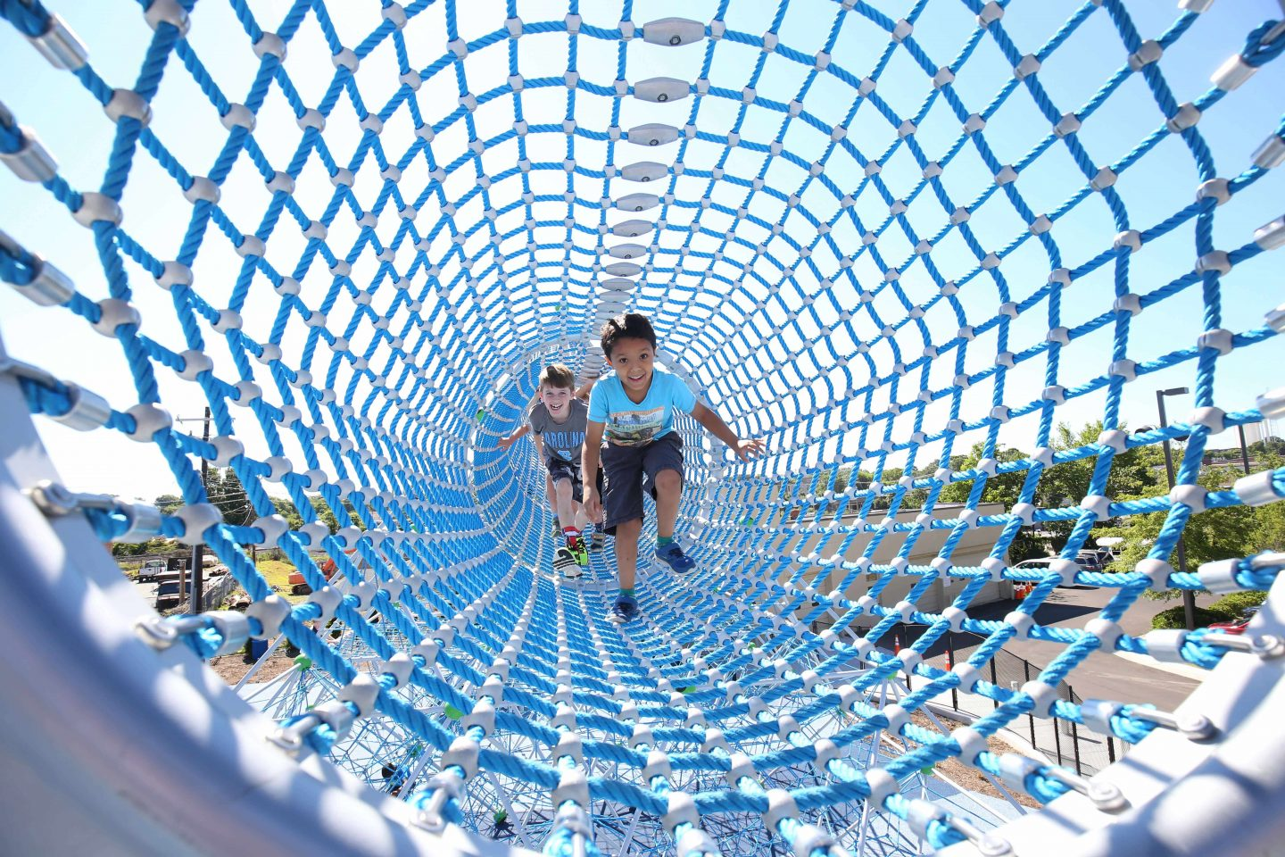 9-meter long net tunnel at 9-meter height of the Berliner Seilfabrik - play equipment for life