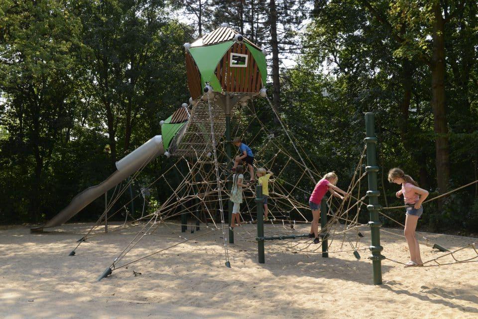 Baumhaus – Berliner Seilfabrik – Spielgeräte fürs Leben