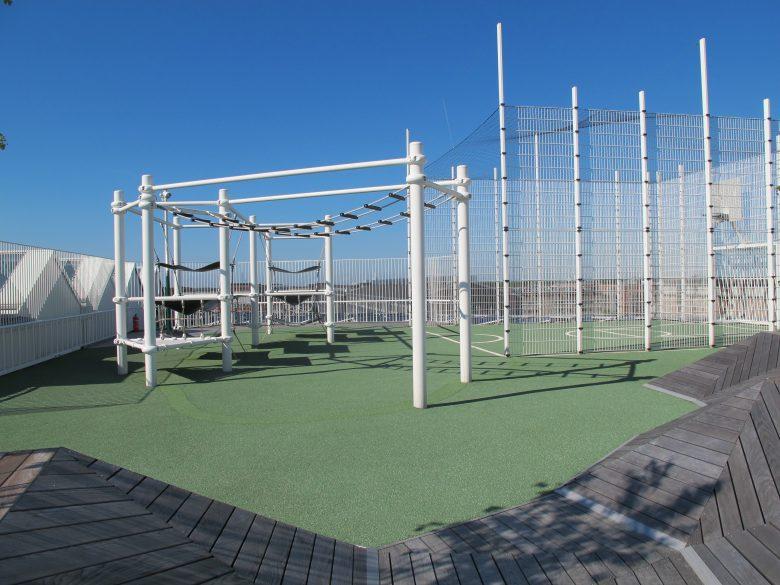 Sportplatz auf dem Dach – Berliner Seilfabrik – Spielgeräte fürs Leben