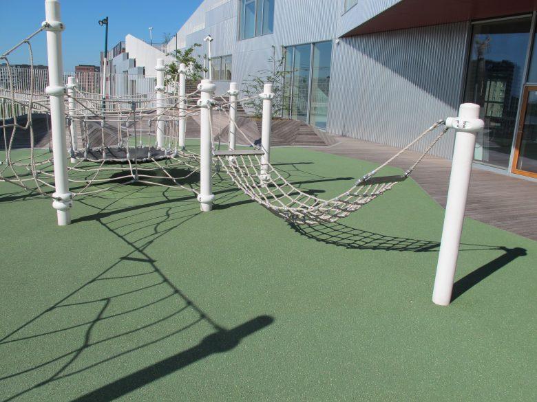 Klettern auf dem Dach – Berliner Seilfabrik – Spielgeräte fürs Leben