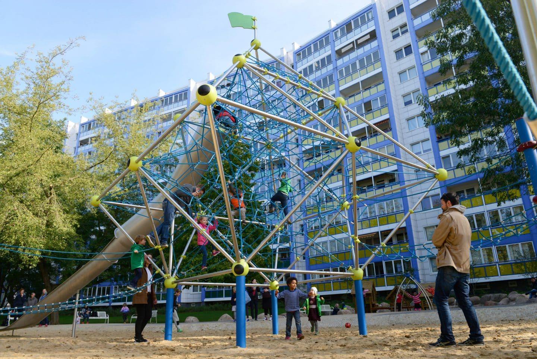 Jupiter Klettergerüst – Berliner Seilfabrik – Spielgeräte fürs Leben