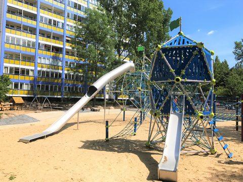 Artikelbild von Kletterspielplatz für die Wohnungsgenossenschaft Lichtenberg in Berlin