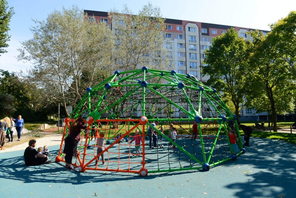 Geoarena, climbing scaffold and football pitch - Berliner Seilfabrik - Play Equipment for Life